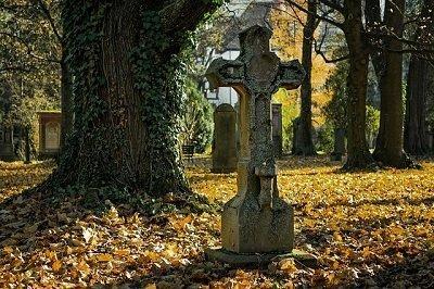 spooky cemetery in London
